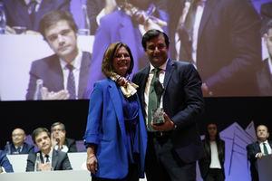 César Cernuda, presidente de Microsoft Latinoamérica, reconocido por su trayectoria profesional con el Premio Aster