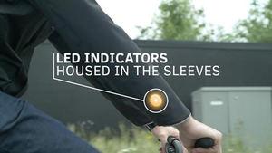 Chaqueta para ciclista que avisa a los demás usuarios de sus giros y movimientos