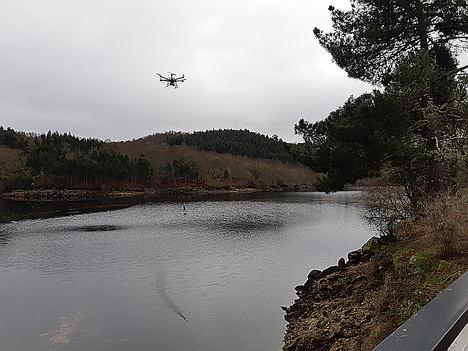 Indra, Sixtema y Adantia prueban dentro de la civil UAVS Initiative el primer dron medioambiental que protege ríos y zonas de costa