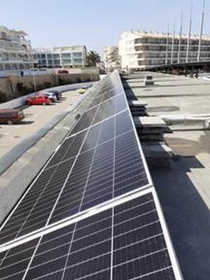 El Club Náutico de L'Escala instala 15kW en placas solares