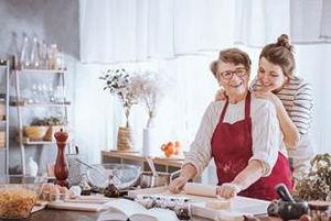 ¿Cómo regularizar al cuidador/a del hogar?