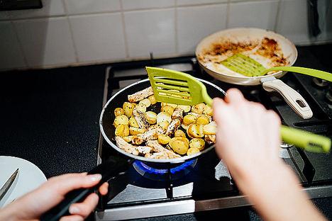 Cocinar con sartenes tóxicas puede resultar perjudicial para la salud, según sartenes.pro