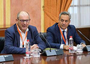 De izqda. a dcha.: el presidente y director general de CLANER, Alfonso Vargas y Carlos Rojo.