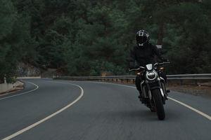 ¿Comprar una moto o un coche para ir a trabajar a tu empresa? pros y contras