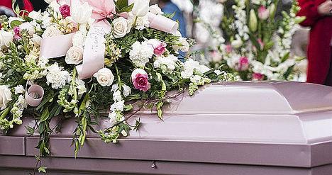 Cada vez se compran más coronas fúnebres online, según Floristería del Tanatorio