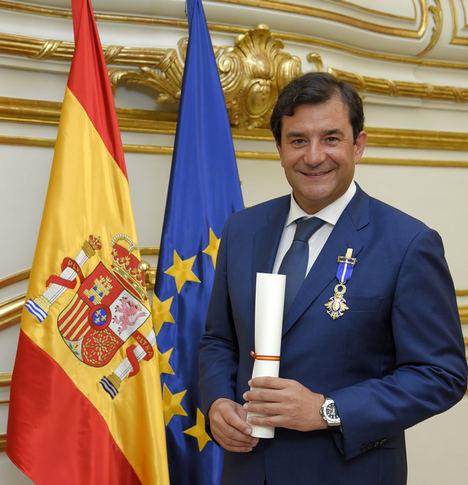 El Presidente de NetApp, el español César Cernuda, es condecorado con la Cruz de Oficial de la Orden del Mérito Civil