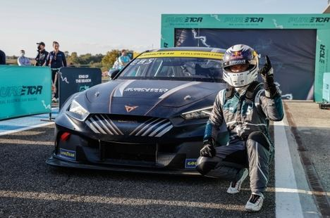 Cupra y Mattias Ekström conquistan el Campeonato de Constructores y Pilotos del Pure ETCR