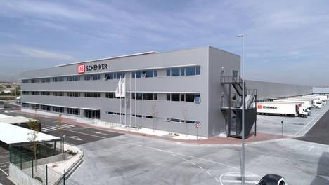 DB Schenker inaugura un nuevo centro logístico en Madrid, donde unifica la operativa Terrestre, Aérea y Marítima