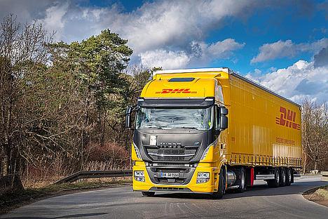 DHL Freight pilota el primer camión de GNL con mega tráiler en Alemania