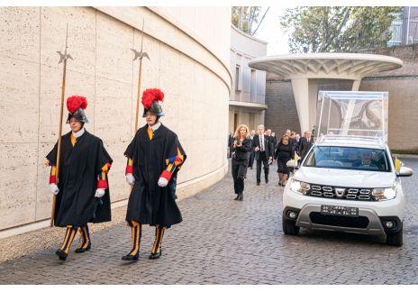 Un Dacia Duster 4x4 exclusivo para el papa Francisco