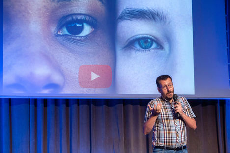 David Merino presentando MoCoTo en el SpinUOC 2021.