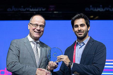 David Pistoni Pérez, recibiendo el premio.