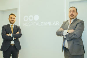 De izda. a dcha.: Óscar Mendoza, CEO de Hospital Capilar, y  Pablo Loredo, director general internacional de Hospital Capilar.