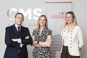De izda. a dcha.: José María Rojí (socio CMS), Victoria Plantalamor, presidenta de ADEFAM.