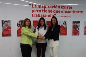De izda a dcha: Ángeles Alcázar, Rebeca Navarro y Elena Cascante.