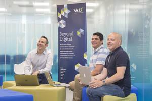 De izq a dcha; Borja Torres (CEO), Javier García (Chief Architect) y Juan Antonio García (CPO), 3 de los 4 socios fundadores de NBT.