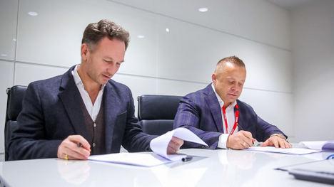 De izqda. a dcha.: Christian Horner, Red Bull Racing Team Principal y Roman Ziemian, Co-Founder FuturoCoin.