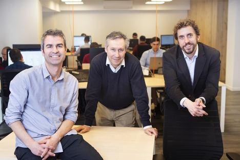 De izqda. a dcha.: Íñigo Herzog, CTO; Borja Fernández – Acero, Arquitecto de TI, y Guillermo Campoamor, CEO de Meep.