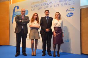 De izquierda a derecha: Borja Adsuara, profesor, abogado y consultor de estrategia digital; Am�rica Valenzuela, periodista especializada en Ciencia y Salud; Alejandro Perales, miembro del Foro de la Gobernanza de Internet; y Concha Serrano, patrona de la Fundaci�n Pfizer