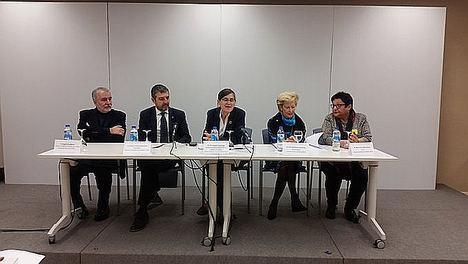 De izqda. a dcha.: Ángel Gil, Andoni Lorenzo, Pilar Aparicio, Pilar Fernández y María Teresa Marí.