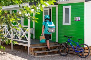 Deliveroo extiende su servicio a los campings urbanos españoles