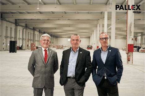 Directivos de Pall-Ex Iberia en el interior del nuevo hub de Madrid.