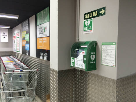 Simply cardioprotege su red de supermercados con desfibriladores DOC