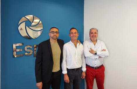 De izqda. a dcha.: Domingo Elena, Presidente de Espabrok; Silvino Abella y Luis López Visús, Director General.
