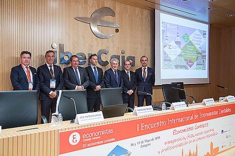 Los economistas piden al Gobierno que se regule la actividad contable en España en beneficio del desarrollo empresarial