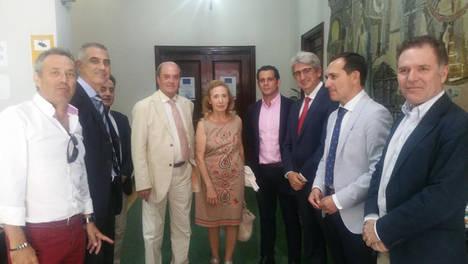 El director general de Comercio de la Junta de Andalucía conoce el desenvolvimiento de la Camara de Huelva