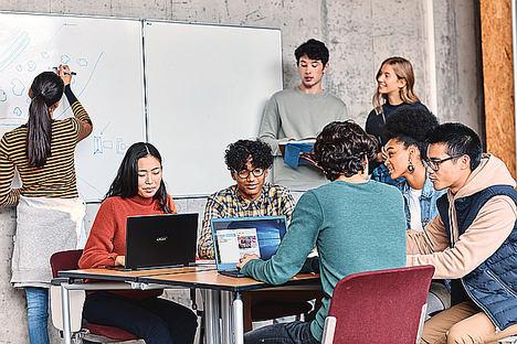 Microsoft y ESIC capacitan con habilidades digitales y dan empleo a talento joven en empresas del sector tecnológico