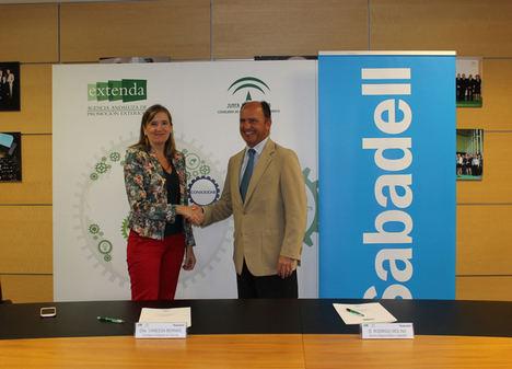 Extenda y Banco Sabadell firman un convenio de colaboración para facilitar servicios financieros a pymes y autónomos