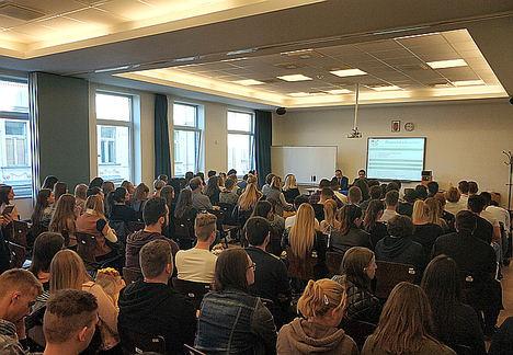El Proyecto Edufinet de Unicaja, que impulsa la educación financiera, participa en Budapest en un foro internacional de escuelas europeas