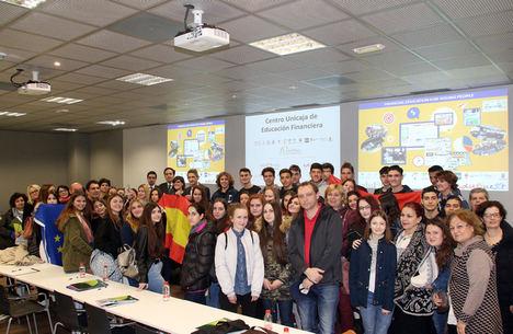Unicaja promueve la educación financiera entre estudiantes de seis países europeos