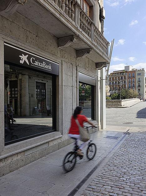 El BEI y CaixaBank unen fuerzas para financiar proyectos que promuevan la acción por el clima