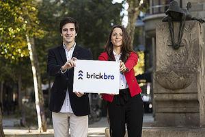 El CEO de Brickbro, Guillermo Preckler, y la COO de Brickbro, Carolina Santa Cruz.