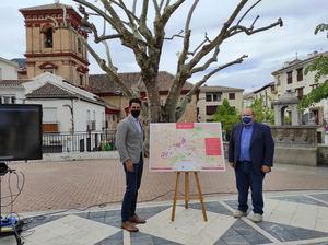 De izqda. a dcha.: El CEO de InnovaSur, Juan José Prieto y el alcalde de Güéjar Sierra, José A. Robles, presentando el proyecto piloto de 'Smart City'.