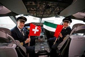 El Capitán George Douglas y el Primer Oficial Mangino Pablo Octavio García operaron el primer servicio B787 Dreamliner desde Abu Dhabi a Ginebra.