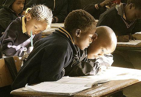 El Consejo de Ministros da luz verde a Eurona para llevar Internet a medio millón de niños en Benín