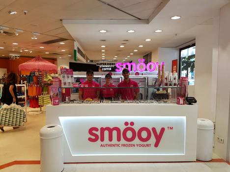 El Corte Inglés de Colón en Valencia incorpora la primera heladería de yogur de la franquicia smöoy