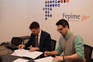 El Secretario General de Fepime Cataluña, César Sánchez, y uno de los socios fundadores de deducible.es, Sergio Galiano, durante la firma del acuerdo.
