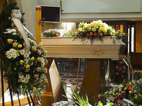 El arte floral funerario crece gracias a la compra online, según Floristería del Tanatorio