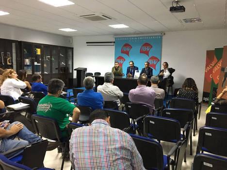 El calzado de Valverde da pasos hacia la internacionalización de la mano de la cámara de comercio y la diputación provincial de Huelva