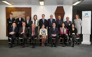 El consejero delegado de CaixaBank, Gonzalo Gortázar, con los miembros del Comité Consultivo de Accionistas