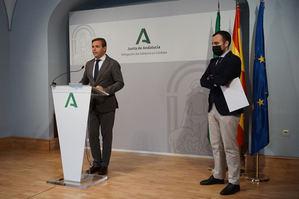 El delegado de Gobierno, Antonio Repullo y el delegado de Empleo, Ángel Herrador, durante la rueda de prensa.