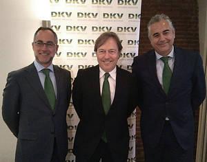 El director financiero de DVK Seguros, Javier Cubría, el consejero delegado, Josep Santacreu, y el director de Comunicación y Negocio Responsable, Miguel García Lamigueiro.