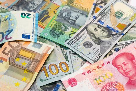 El dólar, la libra y el peso mexicano, las divisas más solicitadas este verano para viajar