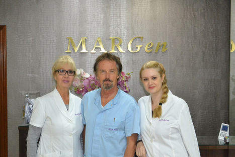 El doctor Jan Tesarik, con sus colaboradoras.