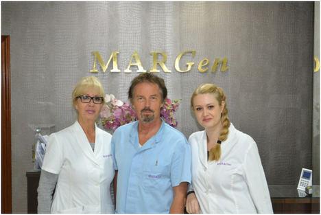 El equipo del doctor Tesarik (centro) con las doctoras Carmen Mendoza (izquierda) y Raquel Mendoza-Tesarik (derecha).