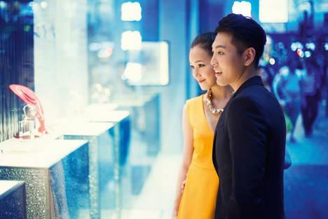 El gasto en compras de los turistas chinos crece un 42% hasta junio, según Global Blue